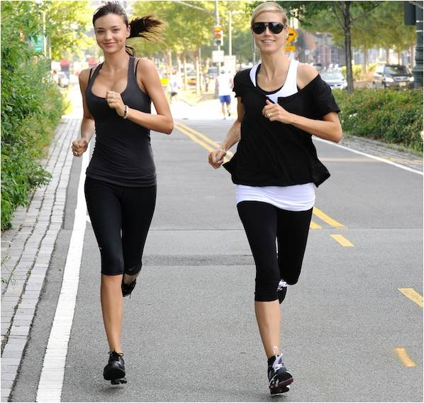supermodels-miranda-kerr-and-heidi-klum-jogging
